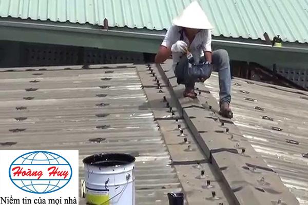 Bắt vít vào mái tôn